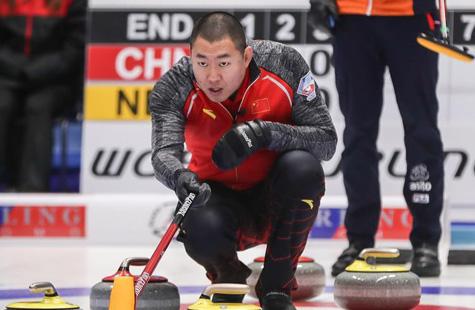 冬奥会冰壶落选赛:中国男队战胜荷兰男队