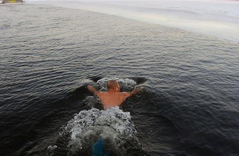 全民健身——数九寒天练冬泳
