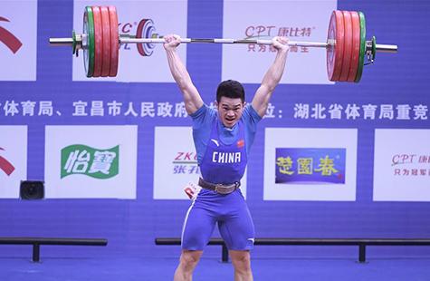 全国男子举重锦标赛:石智勇获69公斤级抓举、挺举和总成绩三项冠军
