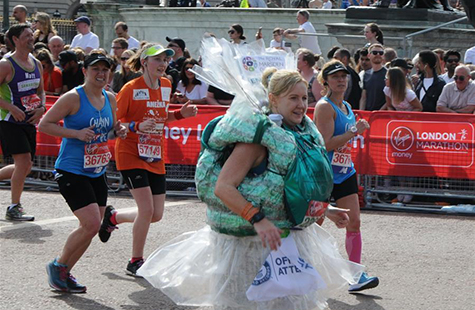 伦敦马拉松赛上形形色色的参赛者