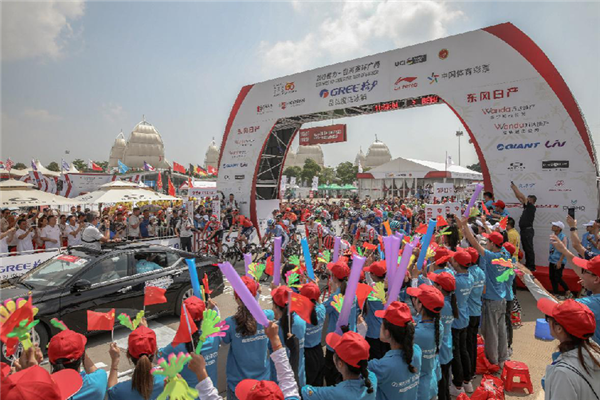 2019环广西公路自行车世界巡回赛10月17日北海鸣枪