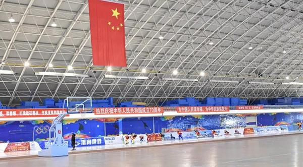 新疆阿勒泰地区速滑训练队在齐齐