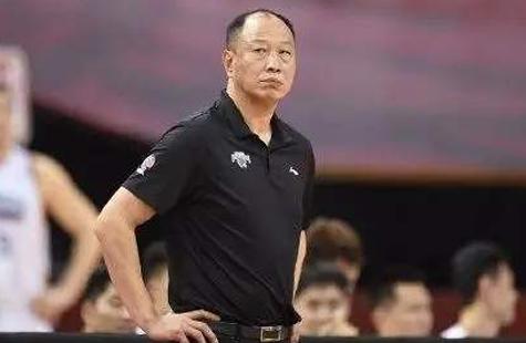 崔万军离任南京同曦主教练 被授予终身荣誉教练
