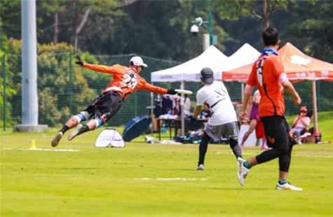 深圳举办飞盘系列赛 共吸引8队150人同场竞技