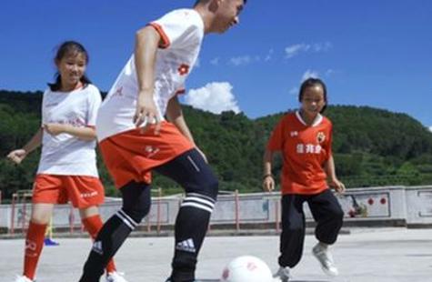 大山深处的女子足球队