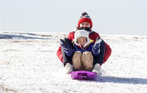 南京:雪后初晴滑雪橇
