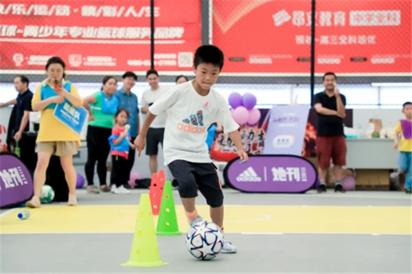 """阿迪达斯""""幸运小玩家"""" 儿童节公益亲子运动会在沪上成功举办"""